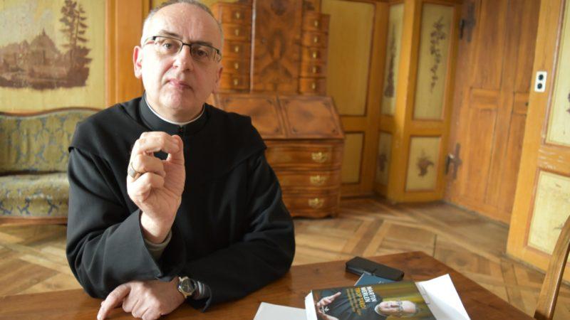 Le Père Martin Werlen, ancien abbé d'Einsiedeln, porte un regard sans fard sur l'Eglise | © Jacques Berset