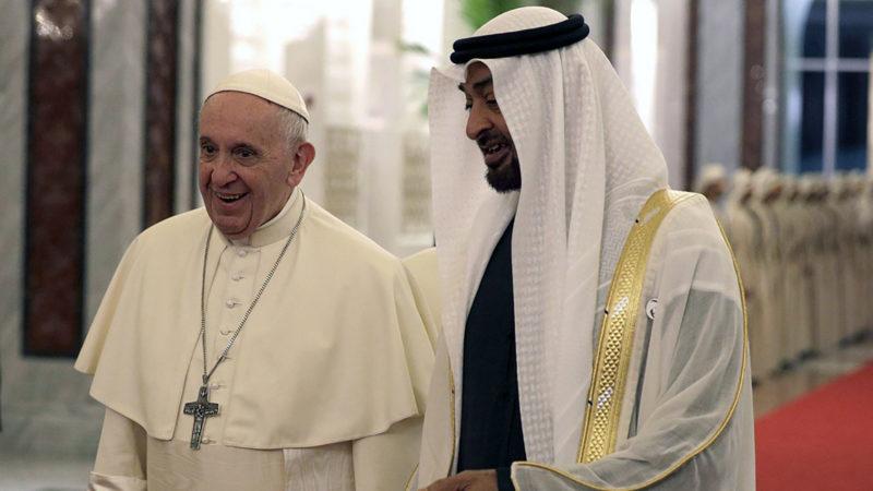 Le pape a été accueilli à Abou Dabi par le prince héritier Mohammed bin Zayed Al Nahyan.   © Keystone