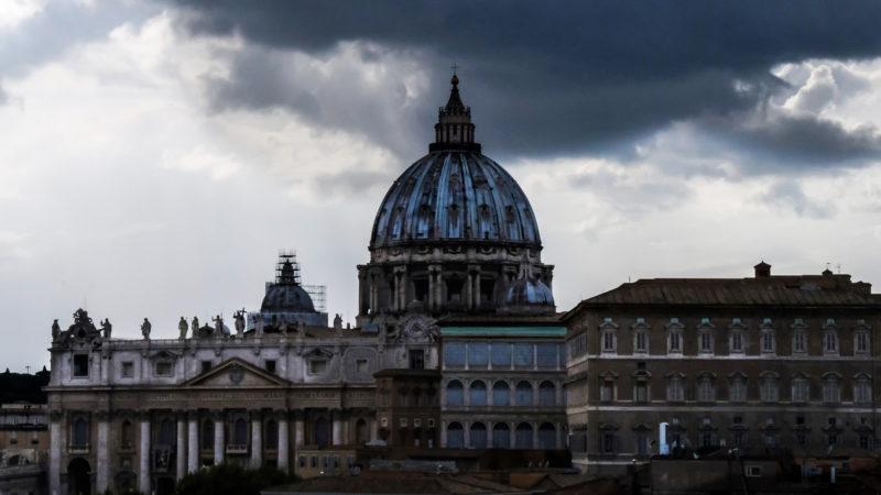 Les nuages noirs s'accumulent sur l'Eglise | © Oliver Sittel