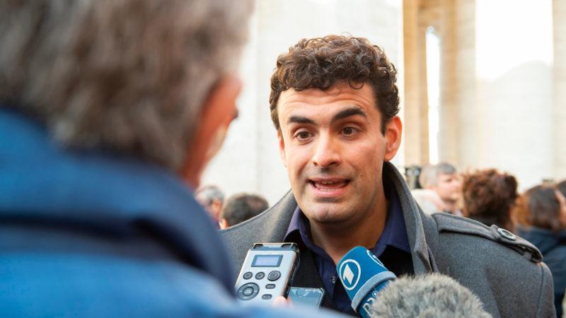 Miguel Hurtado, victime espagnole, s'adresse aux médias en marge du sommet sur la protection des mineurs | © Antoine Mekary | ALETEIA | I.Media