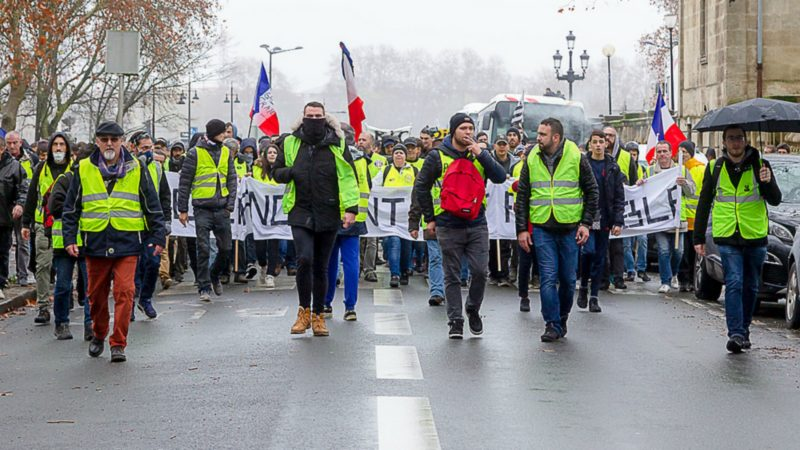 "Le mouvement des Gilets jaunes a suscité le projet de ""grand débat national"" en France 