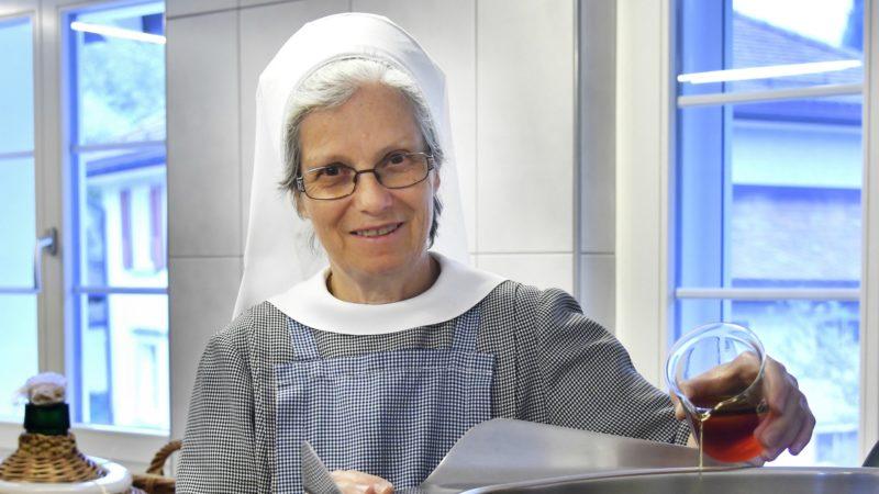Soeur Dorothea est responsable de la boutique du monastère de Leiden Christi | © Regina Kühne