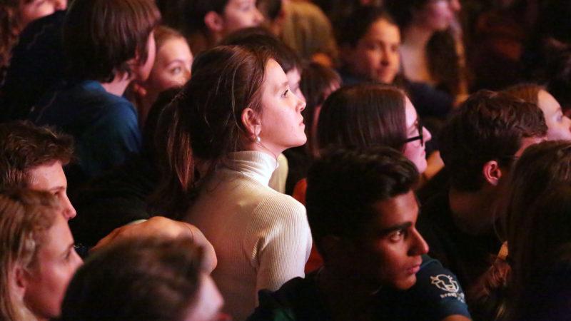 Les jeunes au concert pop louange de Glorious. | © B. Hallet