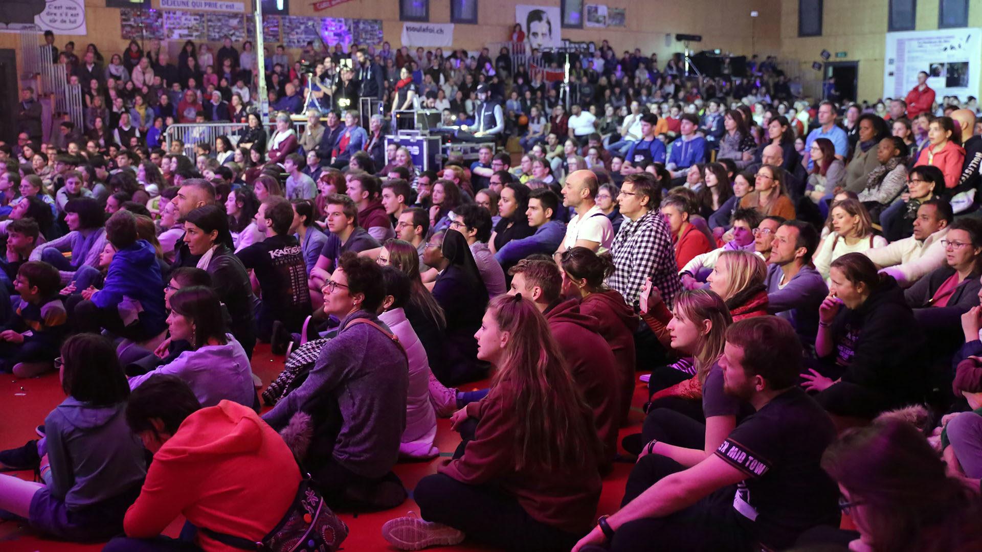 Plus de 1000 jeunes ont assisté à la messe. | © B. Hallet