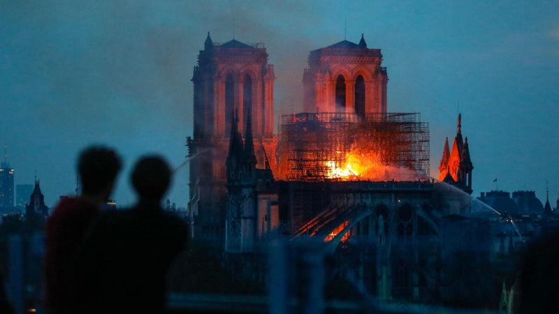 Un incendie dévore Notre-Dame depuis le début de soirée lundi 15 avril | © Keystone