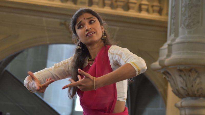 La danseuse Anjali Keshava a accompagné les prières avec grâce   © Jacques Berset