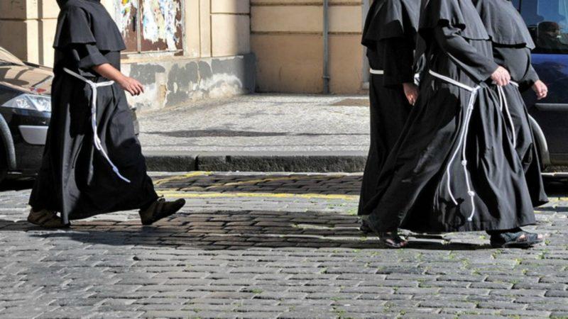 Des religieux se sont éloignés de leur communauté | photo d'illustration © FaceMePLS/Flickr/CC BY 2.0