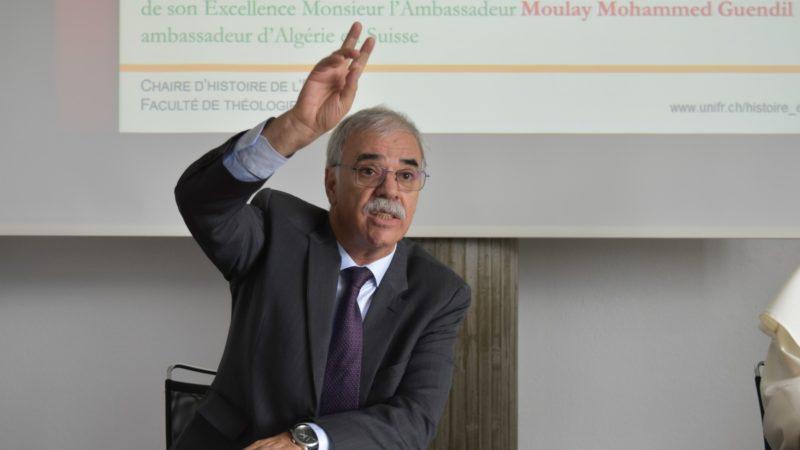 A l'Université de Fribourg, l'ambassadeur d'Algérie en Suisse Moulay Mohammed Guendil salue la mémoire du cardinal Duval  | © Jacques Berset
