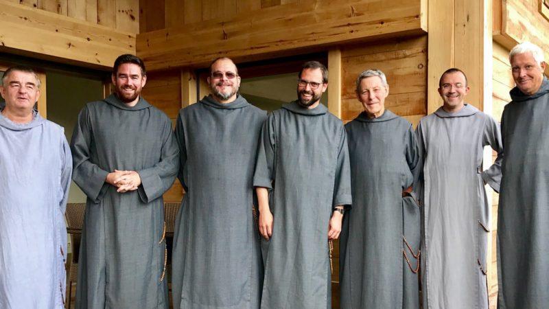 Les membres du prieuré des Frères de Saint-Jean à Genève, le Frère Jean-Marie est le premier à gauche |  paroisse St-François de Sales