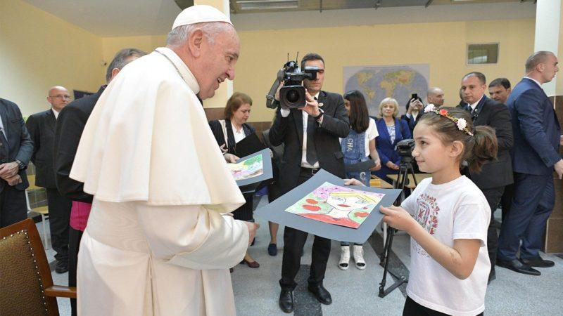 Le pape dans le Centre d'accueil de migrants de la Caritas à Vrazhdebna, près de Sofia  | © Vatican Media