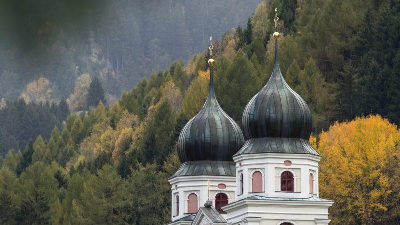 Les deux bulbes de l'église abbatiale de Disentis (GR) | service de presse Thomas Andenmatten