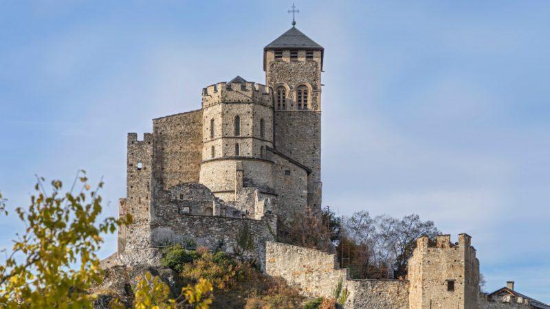 L'église fortifiée de Valère domine la ville de Sion | service de presse Thomas Andenmatten