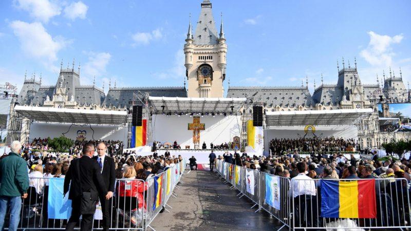 100'000 personnes ont reçu le pape à Iasi, en Roumanie   © EPA/ETTORE FERRARI