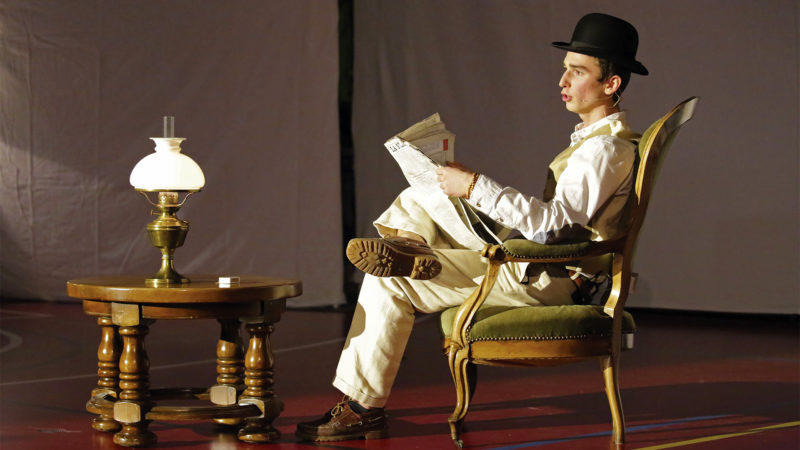Gauthier Tschopp, dans le rôle de Marco, un des types louches | © Bernard Hallet