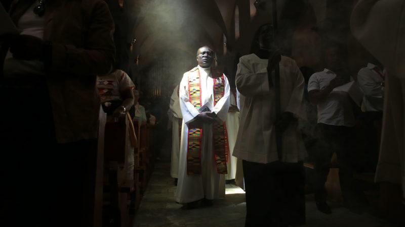 Saint-Maurice le 2 juin 2019. Messe du pèlerinage aux saints d'Afrique à la basilique de l'Abbaye. Le Père Godfroy Kouegan. | © B. Hallet
