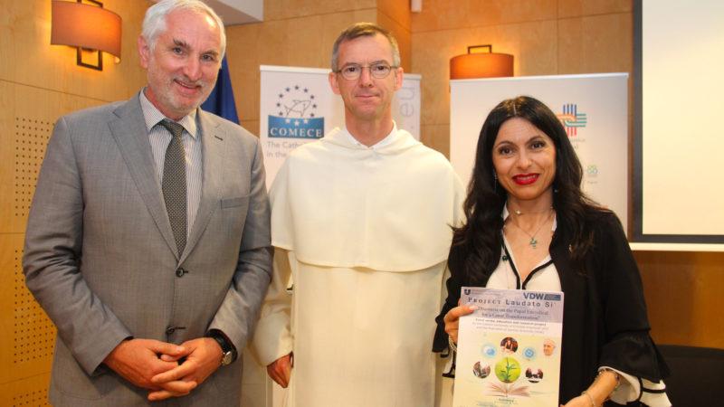 Stefania Proietti, maire d'Assise, a été primée pour avoir réduit drastiquement le nombre de bouteilles en plastique dans sa ville |©COMECE