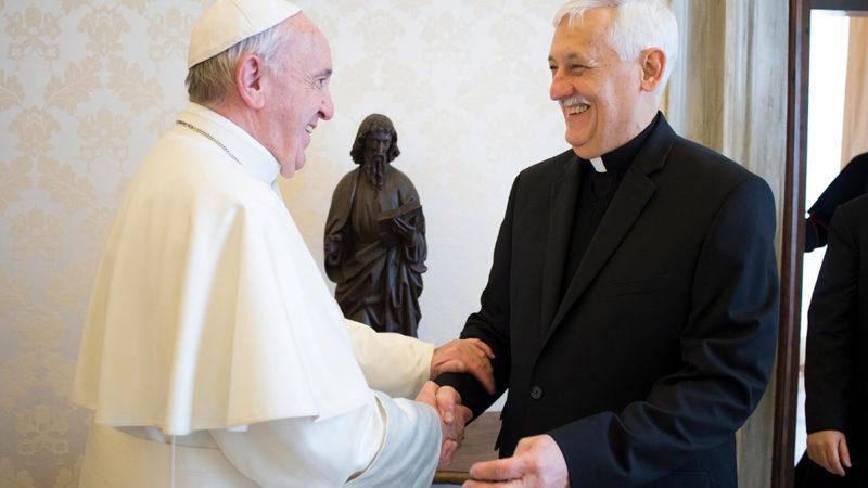 Le pape François avec le Père Arturo Sosa, préposé général des jésuites | gregorianfoundation.org