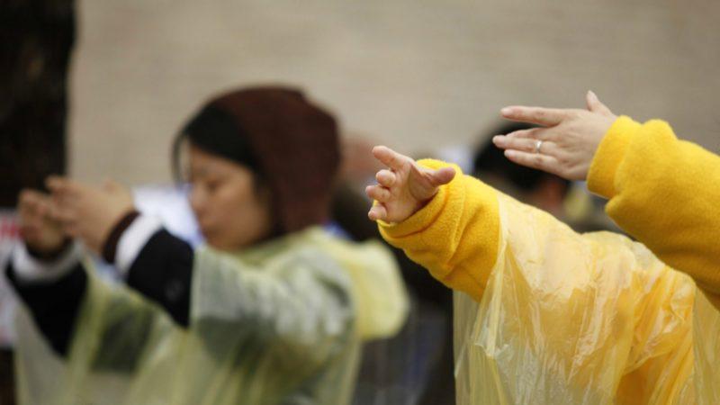 La pratique du Falun Gong allie des exercices physiques et de méditation | © Jboradcast/Flickr/CC BY-NC-ND 2.0