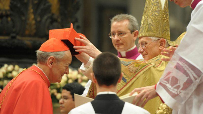 Benoît XVI a remis en 2010 la barrette cardinalice à Mgr Paolo Sardi | © Ordre de Malte