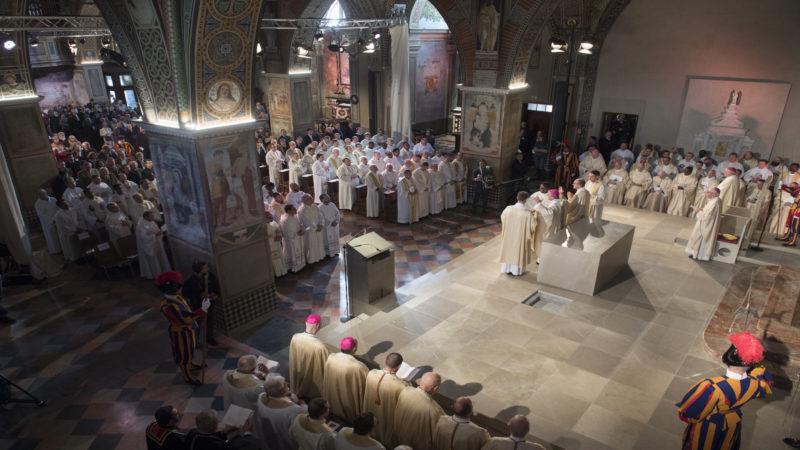 Lugano, 14 ottobre 2017 - Cattedrale San Lorenzo, prima messa e celebrazione liturgica della dedicazione dell' altare, inizio della celebrazione - foto Alessandro Crinari  (Diocesi Lugano)
