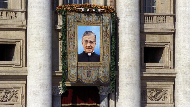 La canonizzazione di San Josemaria Escriva de Balaguer, fondare dell'Opus Dei (2002)
