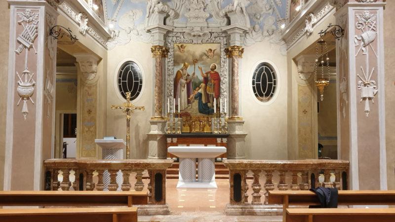 Taverne dedicazione del nuovo altare con il vescovo for Foto di taverne arredate