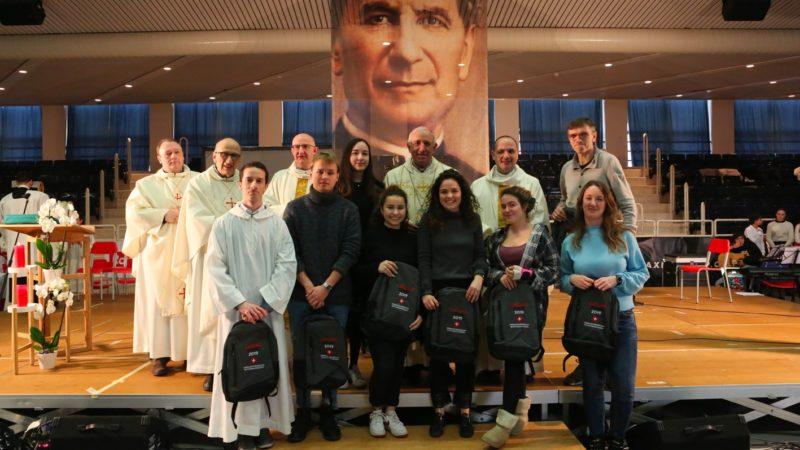 I giovani dell'Elvetico di Lugano  che partiranno per il volontariato in Etiopia, con mons. Bergamaschi vescovo in terra etiope