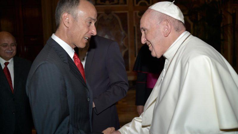 Rocco Cattaneo con papa Francesco. (foto da Facebook)