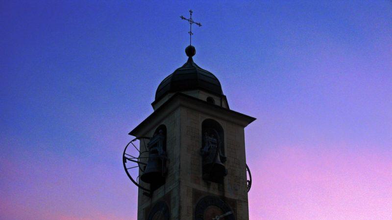 Campanile della chiesa di Bioggio al tramonto