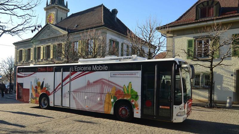 L'épicerie mobile Caritas a débuté sa tournée le 19 janvier 2015 à travers le canton de Vaud (Photo: Caritas Vaud)