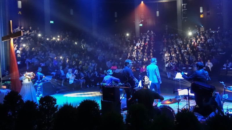 Ambiance rock pour Prier et Témoigner 2015 à Fribourg (photo Maurice Page)