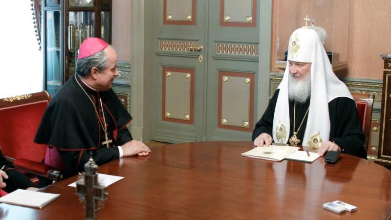 Mgr Ivan Jurkovic (à g.), ici reçu par le patriarche Cyrille lors de sa nomination comme nonce pour la Fédération de Russie en 2011. (Photo: Eglise orthodoxe russe/DECR)