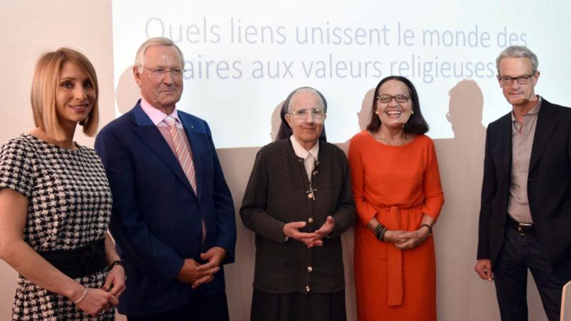 Leïla Braïdi, de la HEG de Fribourg, Bernard Russi, Soeur Claire, Monika von Sury et le journaliste Patrick Fischer, de la RTS (Photo:  Jacques Berset)