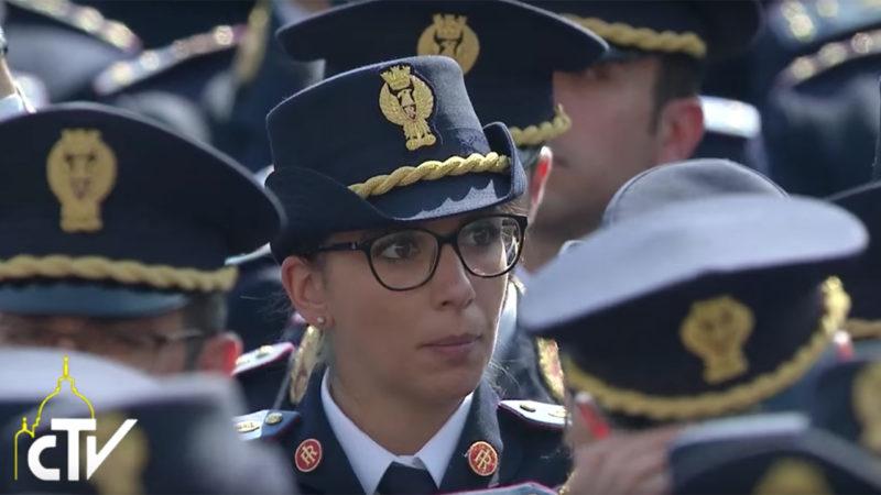 20'000 représentants de forces armées et de forces de l'ordre se sont rassemblés à Rome, 30.04.2016 (Photo: CTV)