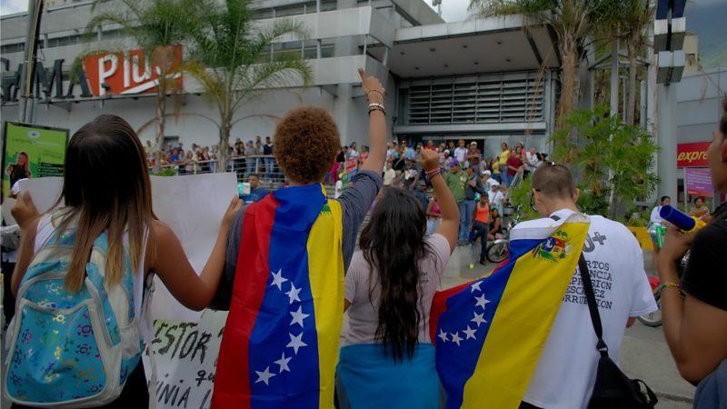Protestations à Caracas contre la pénurie de produits de base. (Photo: Flickr/Carlos Díaz/CC BY 2.0)