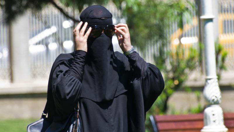 """""""Quelle image de la dignité et de la liberté de la femme donnons-nous en acceptant la Burqa et  dans l'espace public?"""" (Photo: flickr/aslanmedia_official/ CC BY-NC-ND 2.0)"""