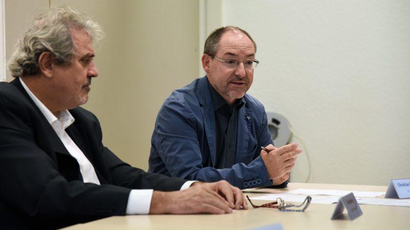 Les jésuites Peter Balleis et Christian Rutishauser lors de la conférence de presse annonçant l'établissement à Genève du JWL (Photo: Pierre Pistoletti)