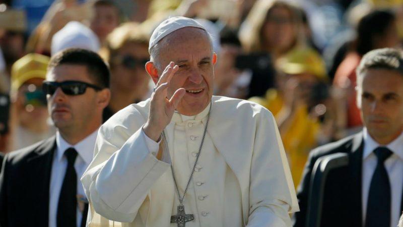 Arrivée du pape François au stade Meskhi de Tbilissi pour la messe du 1er octobre (Photo:    © 2016 KEYSTONE)