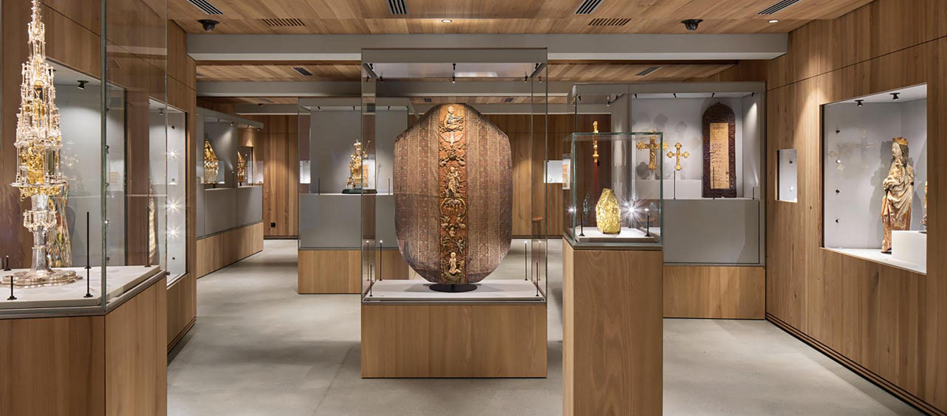 Dès sa réouverture en août 2020, le musée du Trésor de la Cathédrale de Coire permet au grand public de re-découvrir les chefs-d'œuvre de l'art chrétien rhétique| © R. Feiner/Musée du trésor de la cathédral de Coire